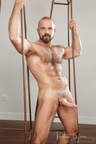 gay-bear-naked